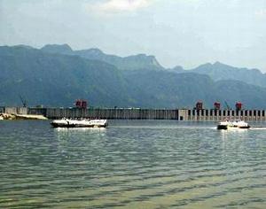 三峡船闸试通航成功万吨船队可达中国西部腹地
